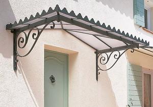 un auvent pour portes est un petit toit en saillie destin tre plac au dessus dune porte dentre son but est de protger de la pluie etou du soleil