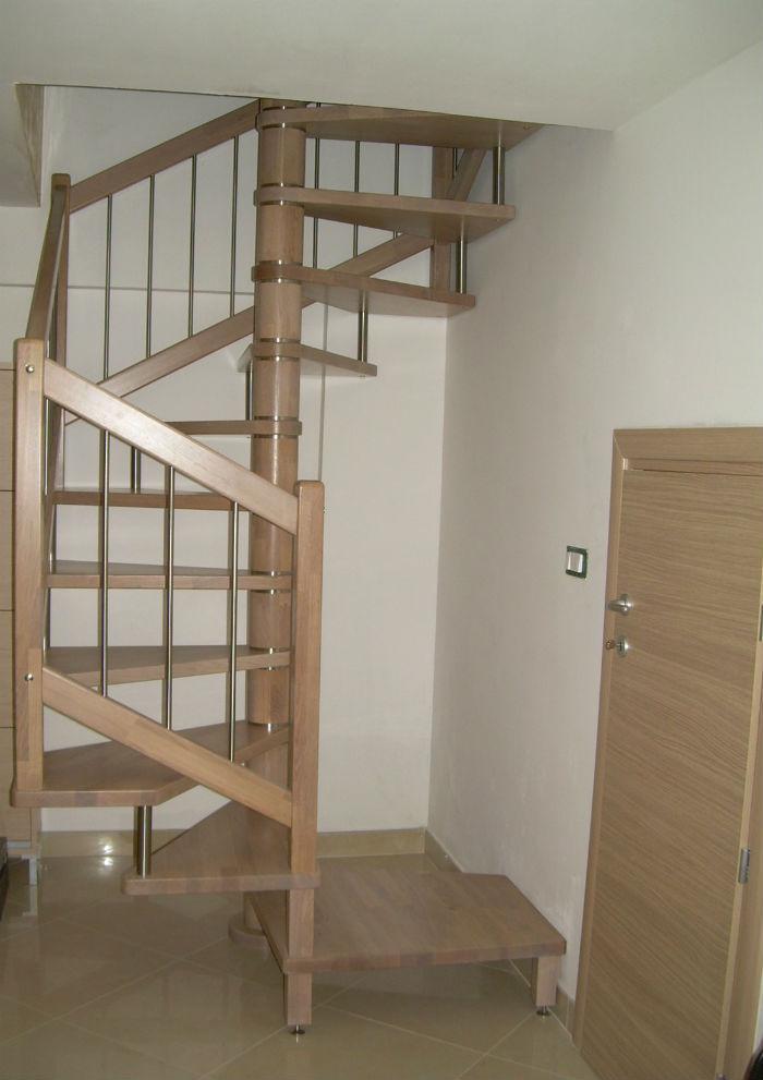 Escalier En Colimacon Carre Structure En Bois Marche En Bois