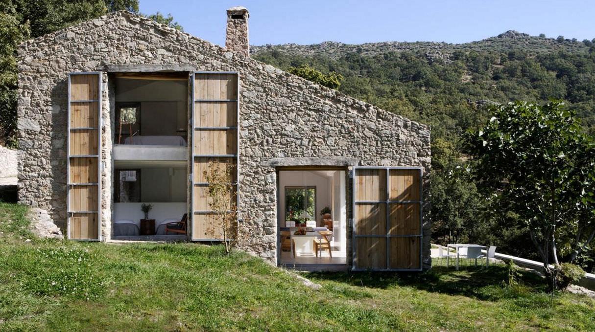 Maison type contemporaine en béton en métal estate in extremadura abaton arquitectura