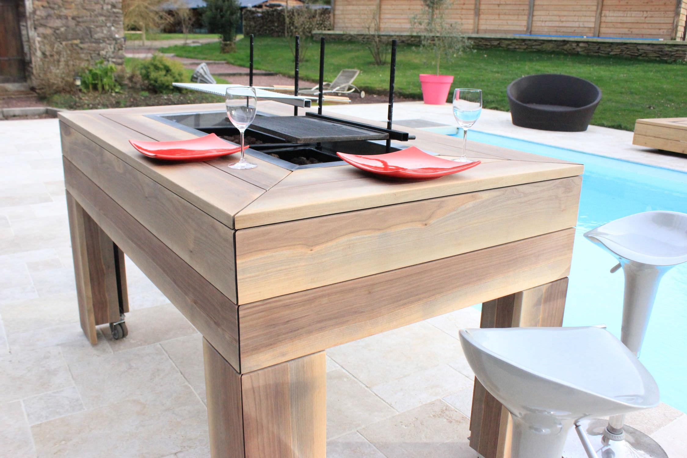 Table contemporaine en bois rectangulaire de jardin KUB