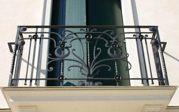 Balcon A Barreaux En Fer Forge La Maestria