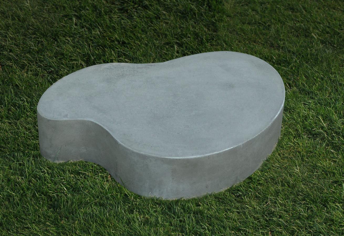 Table basse design original / en ciment / de jardin / pour espace ...