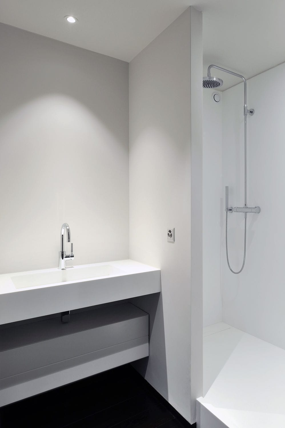 Salle de bain contemporaine / en solid surface   2   v korr