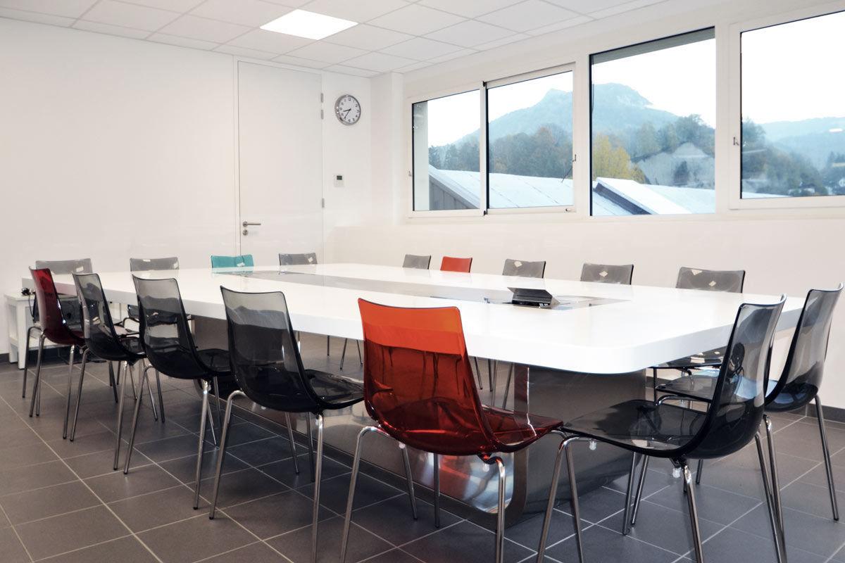 Table de réunion contemporaine en solid surface rectangulaire