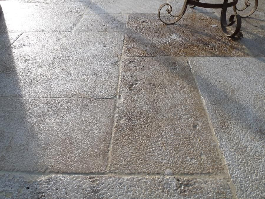Carrelage DExtrieur  De Sol  En Pierre Calcaire  Vieilli