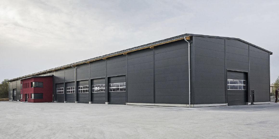 Panneaux sandwich pour hangar
