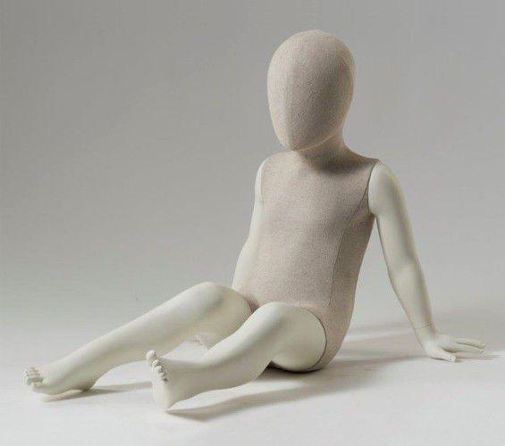 Mannequin De Vitrine Enfant Abstrait Assis Fabric Idw Paris