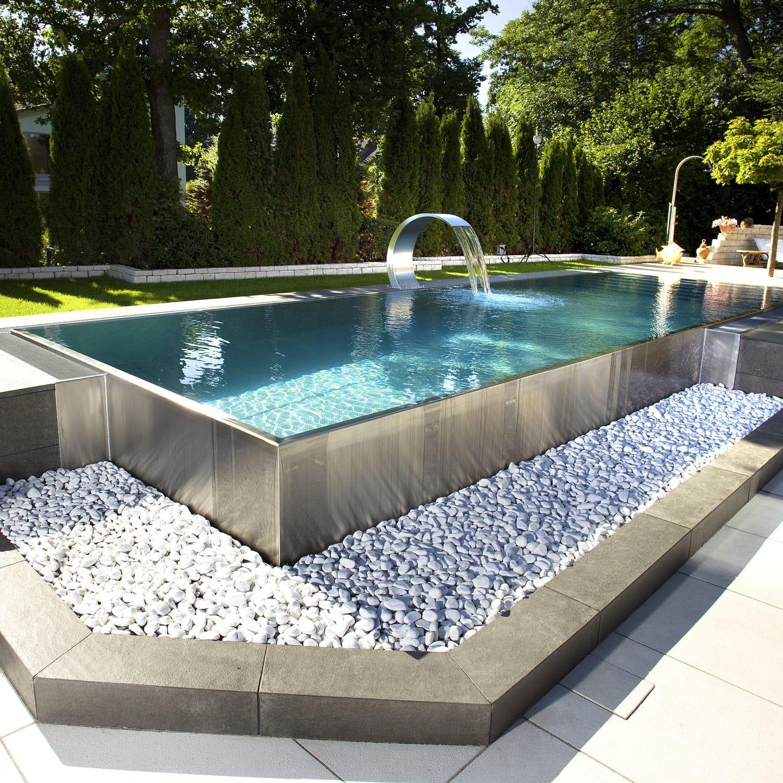 Grande piscine hors sol couverte