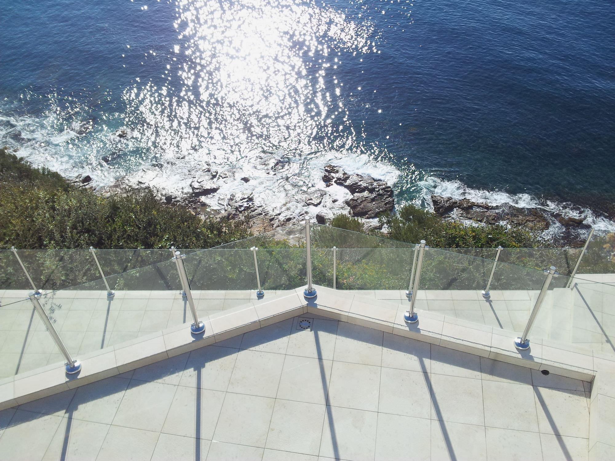 garde-corps en verre / à panneaux / d'extérieur / pour terrasse