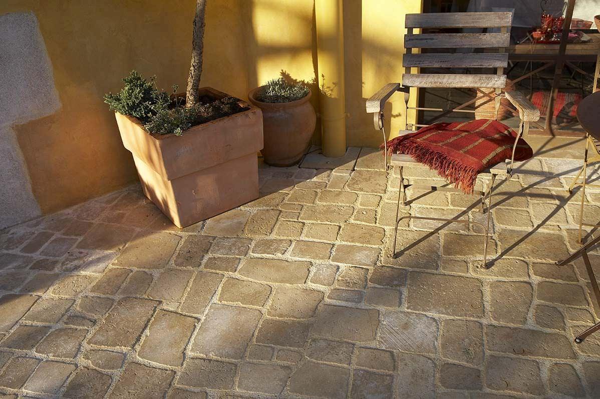pav en pierre naturelle antid rapant en mati res recycl es pav s romains auberoche. Black Bedroom Furniture Sets. Home Design Ideas