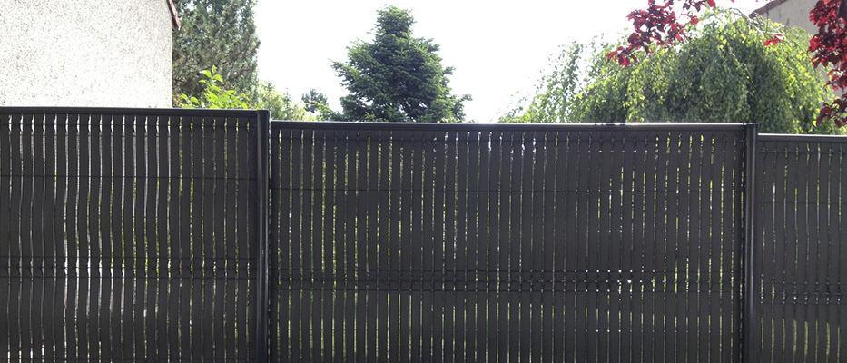 Clôture de jardin / pour espace public / à lames / en PVC - LATTES ...