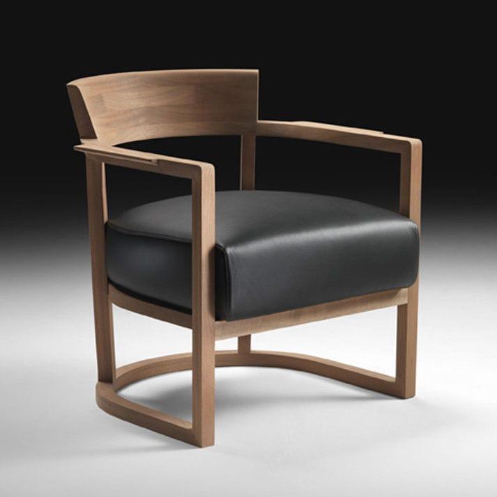 Fauteuil contemporain en bois massif en tissu en cuir