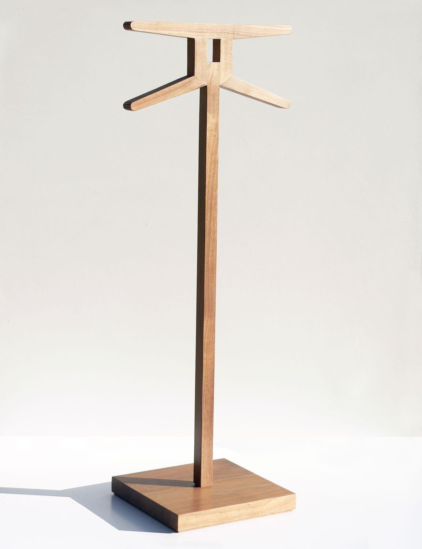 Valet de nuit sur pied / contemporain / en bois   signs 1   insilvis