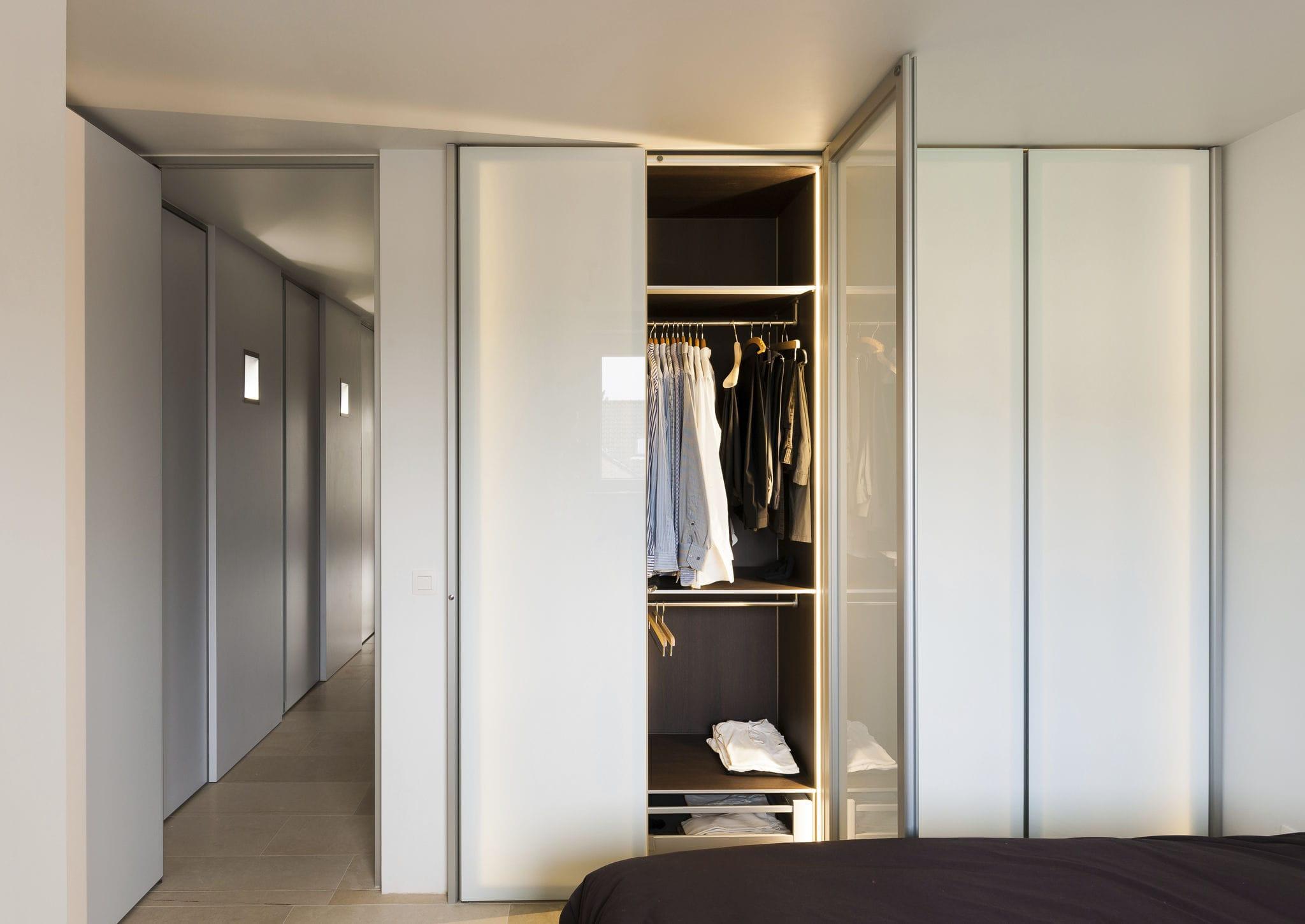 Armoire modulable design original en verre en aluminium