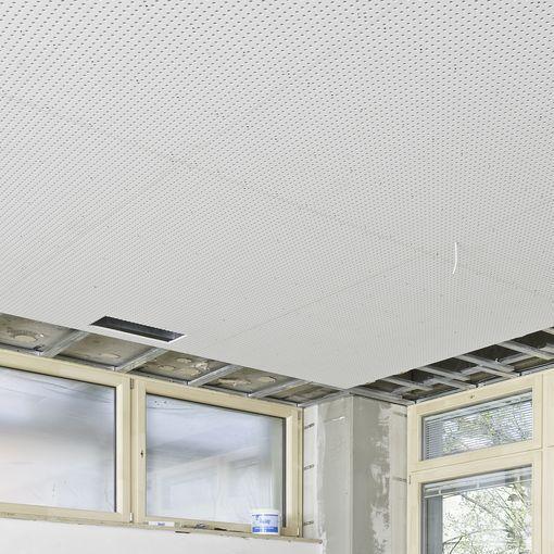 Plaque de platre pour plafond acoustique