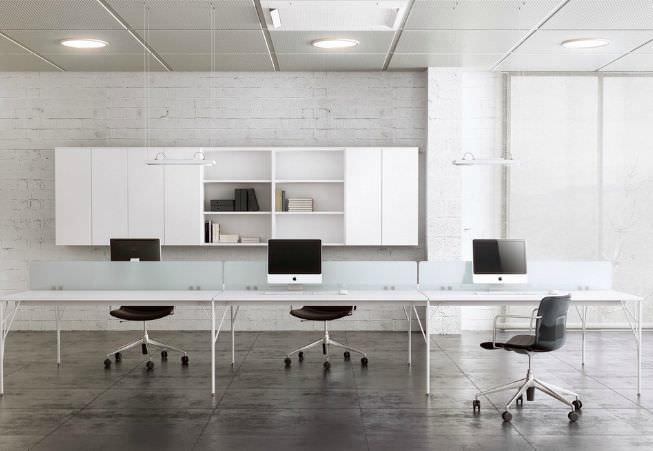 Séparateur de bureau sur plan en verre semi vitré modulable