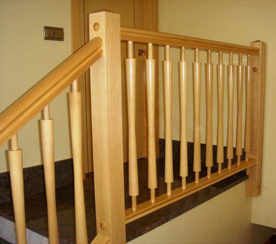 garde-corps en bois / à barreaux / d'intérieur / pour escalier