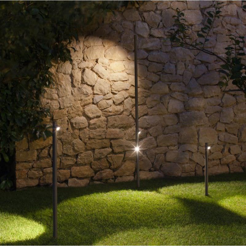 Borne d\'éclairage de jardin / contemporaine / en métal / en ...