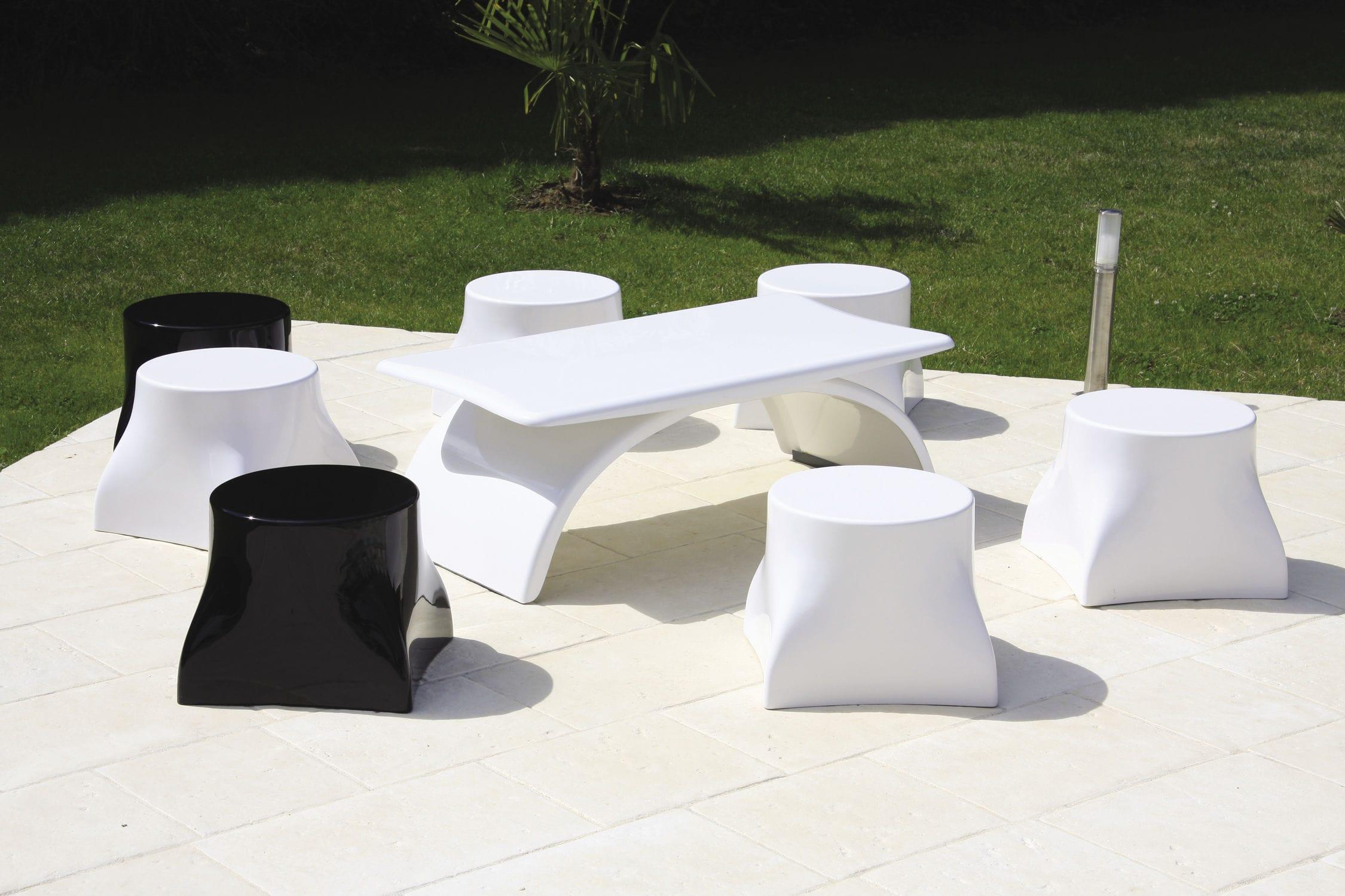 Table basse contemporaine / en résine / en fibre de verre / de ...
