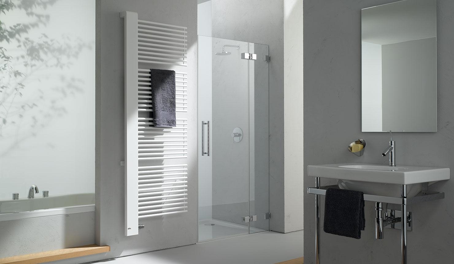 Sèche-serviettes à eau chaude / en métal / contemporain / de salle ...
