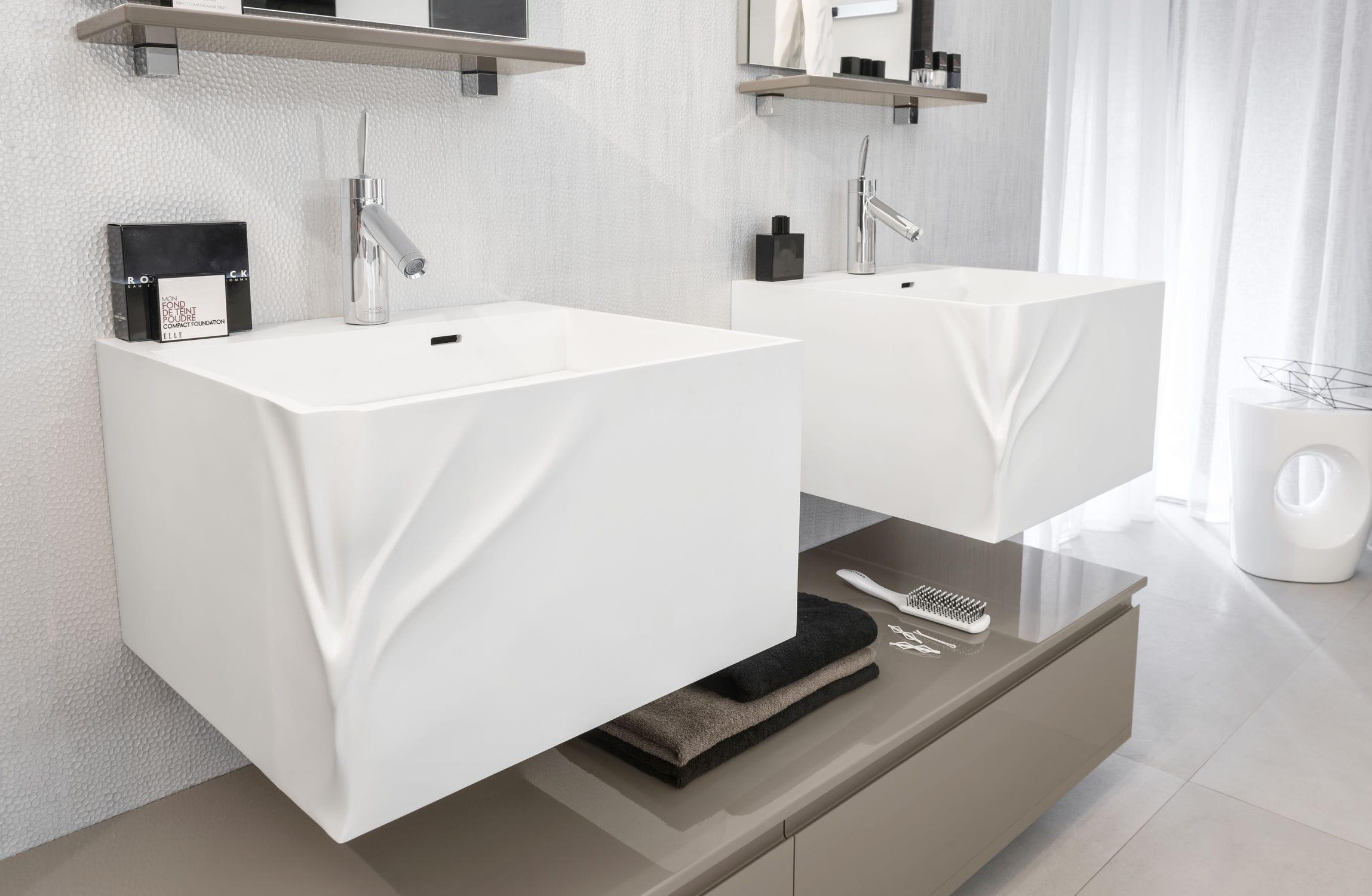 Salle de bain contemporaine / en bois laqué / sur mesure - UNIQUE ...