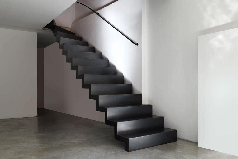 Escalier Sans Contremarche escalier demi-tournant / structure en métal / marche en métal / avec