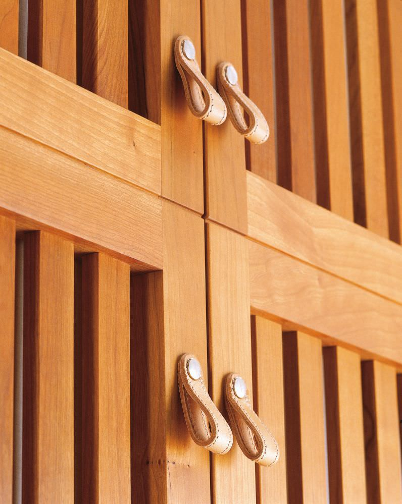 Armoire de chambre contemporaine / en bois massif / avec porte ...