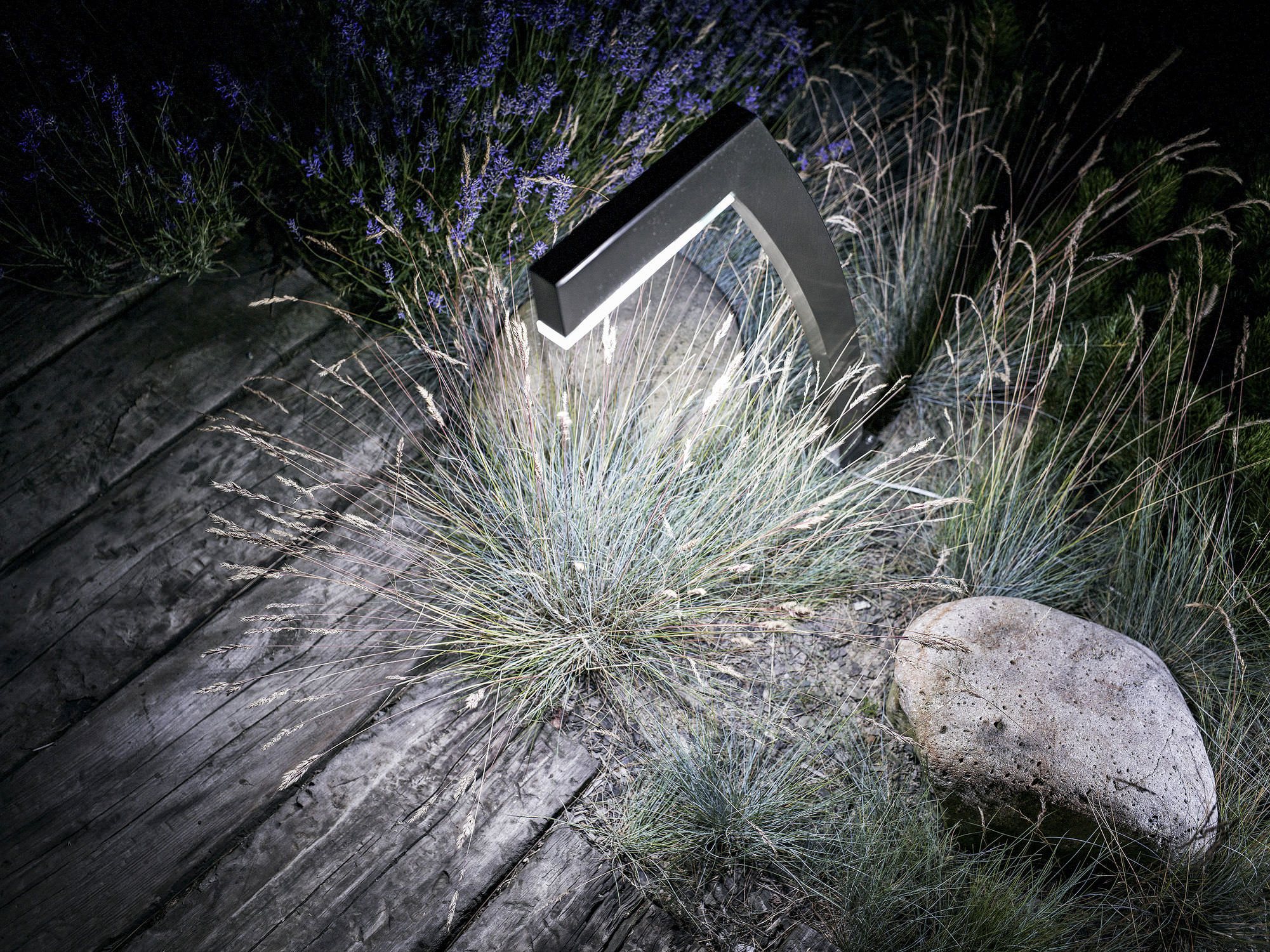 Borne d éclairage de jardin contemporaine en métal  LED