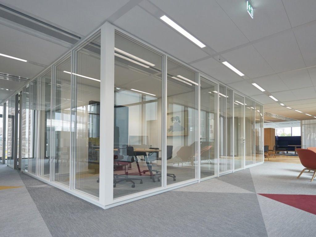 cloison amovible vitr e de bureau pour salle de conf rence string maars. Black Bedroom Furniture Sets. Home Design Ideas