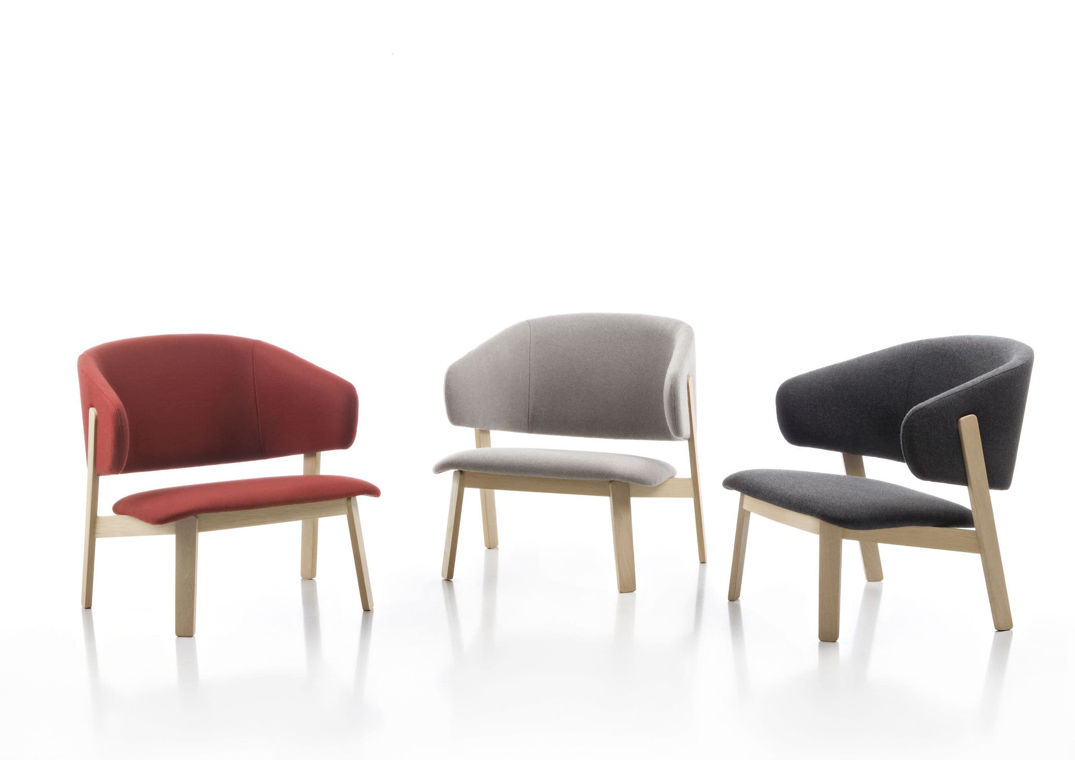 Fauteuil design scandinave en bois en tissu en cuir WOLFGANG