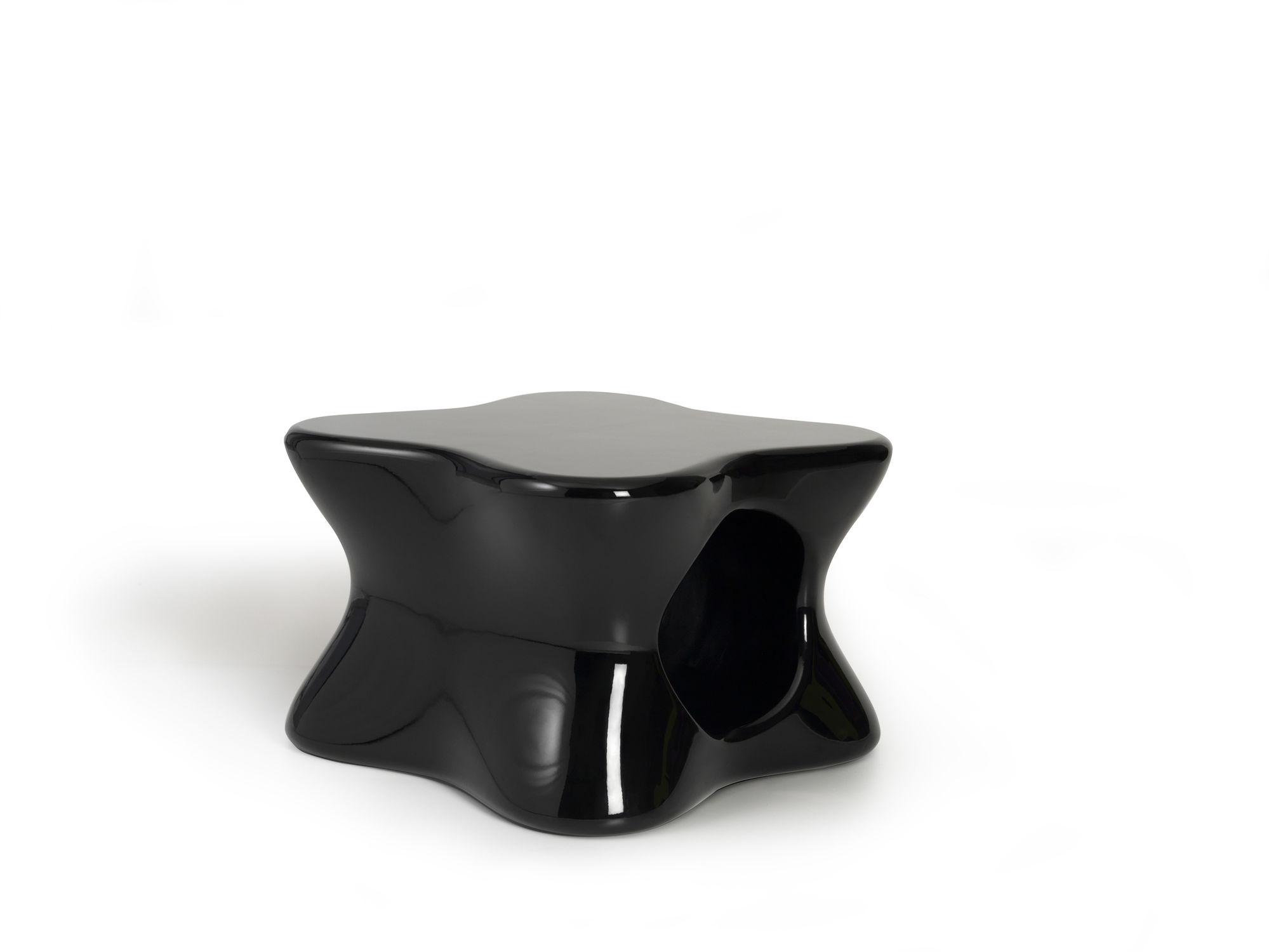 Table basse design original en polyéthyl¨ne de jardin