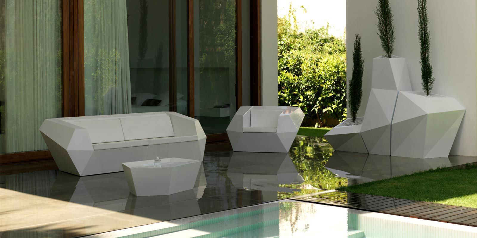 Table basse design original / en polyéthylène / de jardin / 100 ...