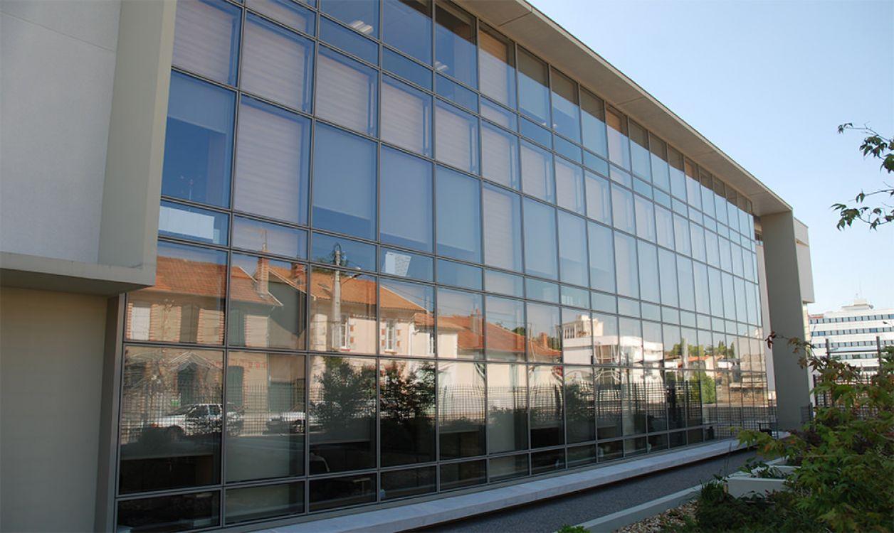 Mur-rideau VEP / en aluminium et en verre / avec isolation intégrée ...