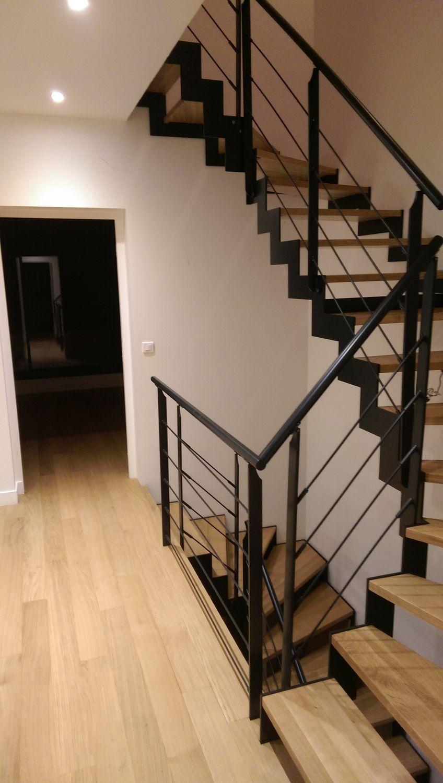 Escalier demi-tournant / structure en métal / structure en acier ...