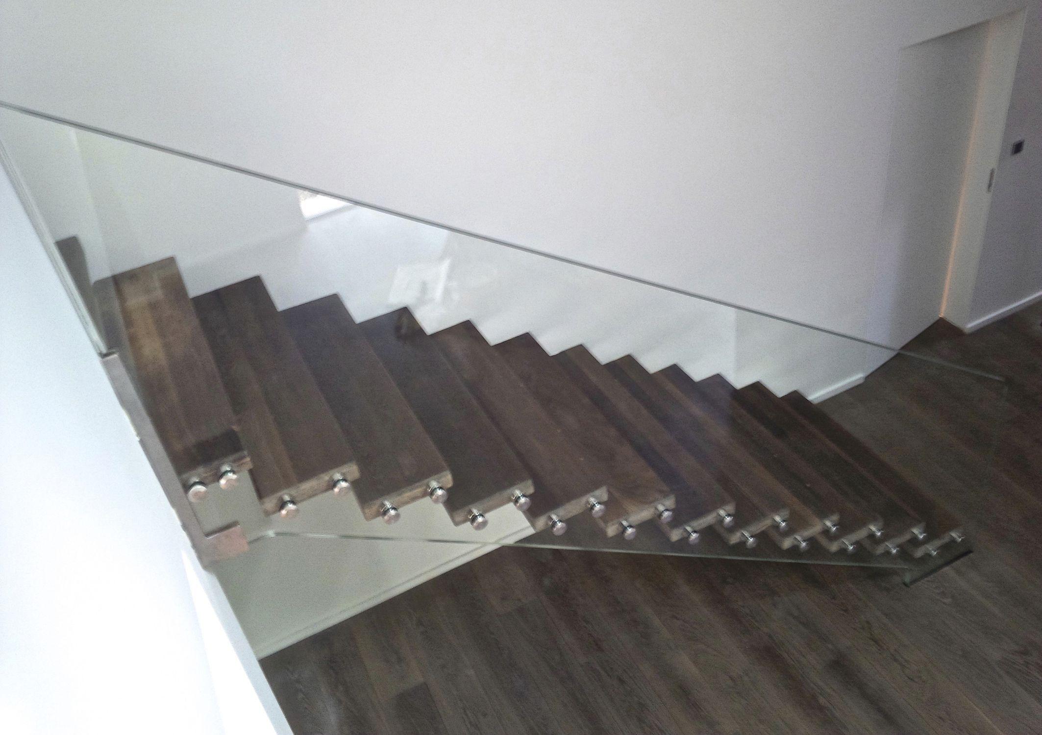 Escalier Droit Sans Rampe se rapportant à escalier droit / marche en chêne / structure en verre / sans