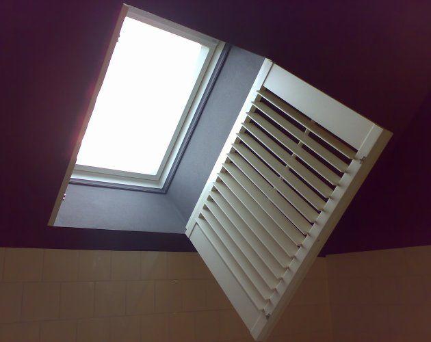 Store Enrouleur En Toile Pour Fenêtre De Toit Jasno Shutters