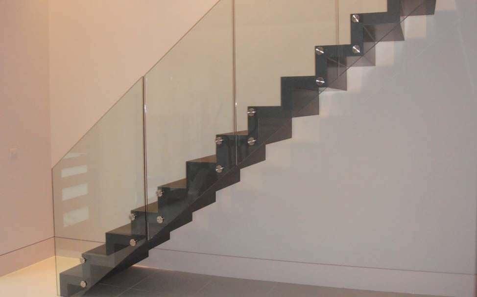 Escalier droit / marche en béton / avec contremarche / contemporain ...