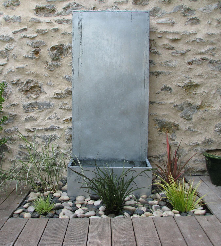 Fontaine de jardin / en zinc - A DEBORDEMENT by Olivier Joannin ...
