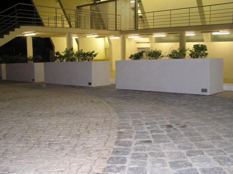 jardinière en béton / rectangulaire / contemporaine / pour espace