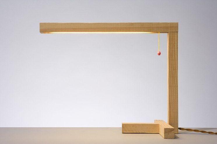 Lampe de bureau design original en bois studiomama