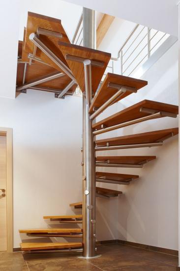 Escalier En Colimacon Carre Structure En Metal Marche En Bois