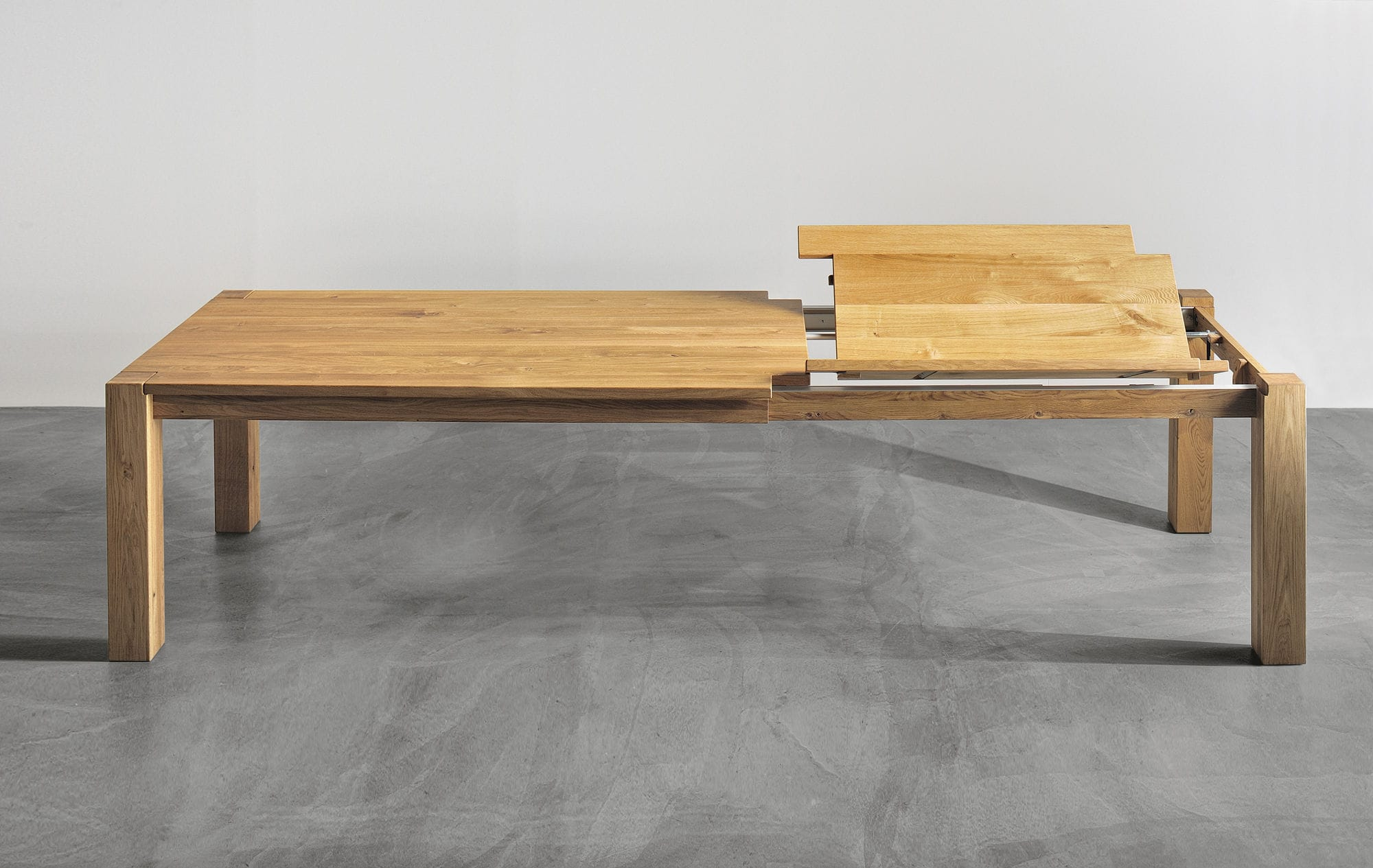 table manger design scandinave en chne en noyer en bois massif - Table Bois Massif Rallonge