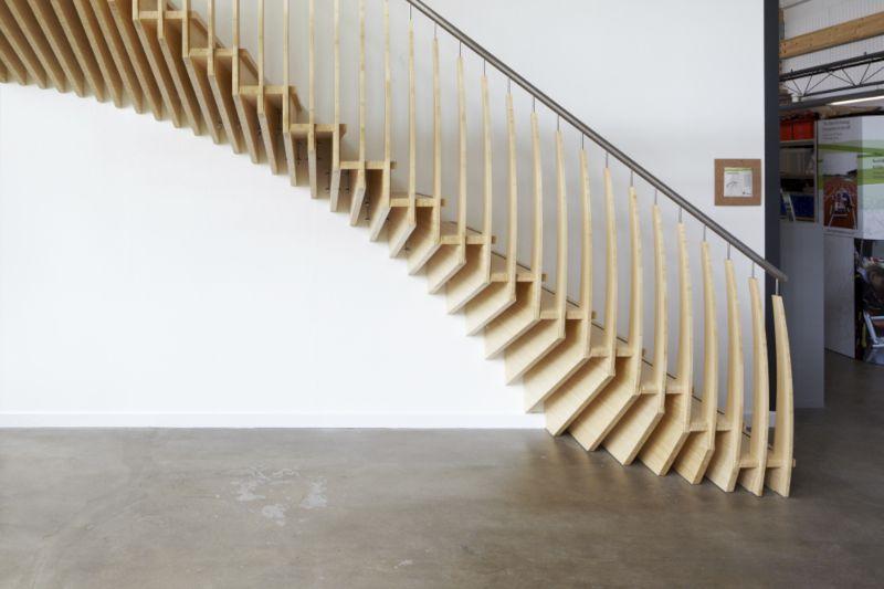 Escalier droit / marche en bois / structure en bois / avec ...