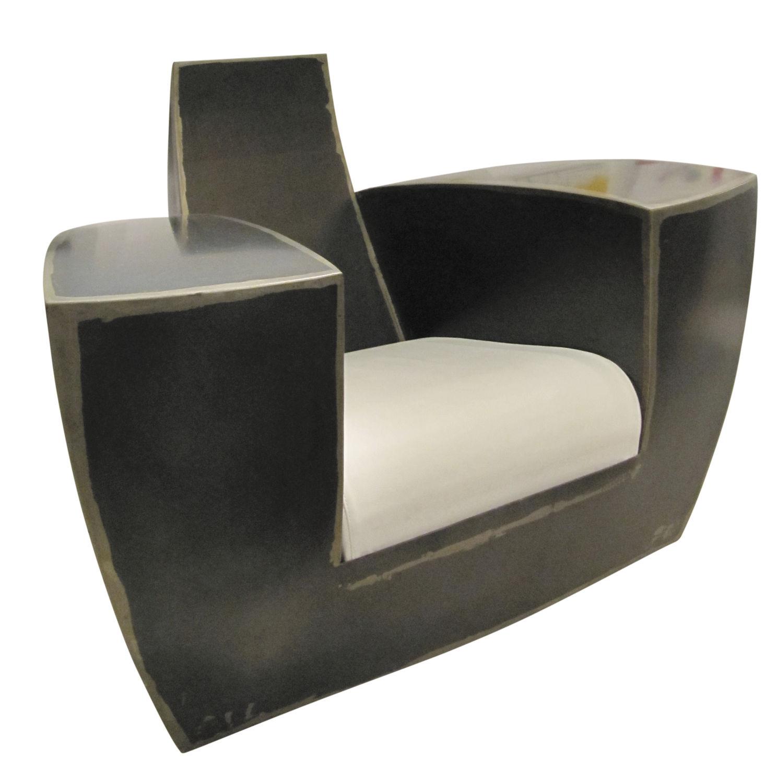 Fauteuil design original en cuir en fer  roulettes