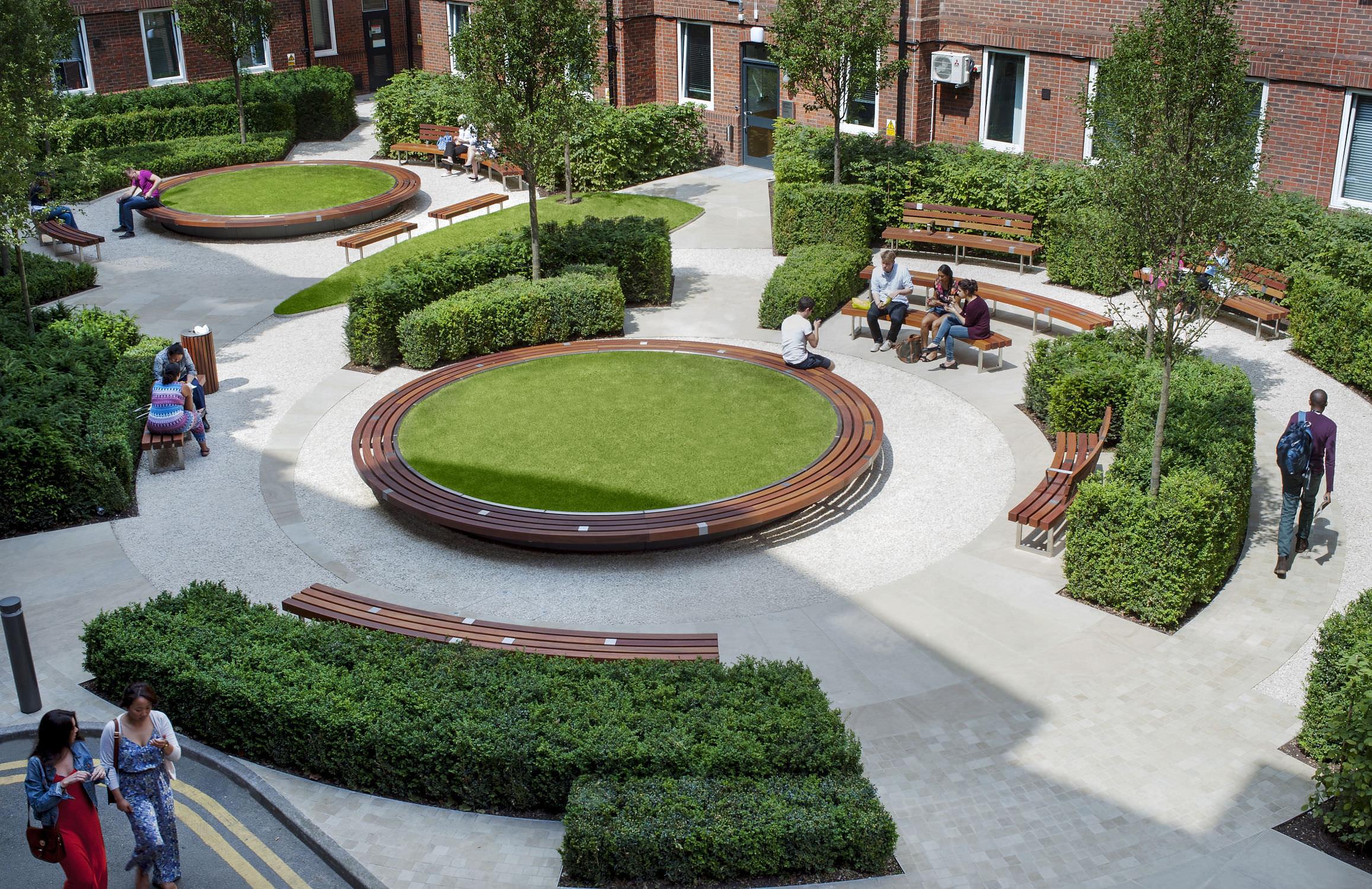 Banc de jardin public contemporain en bois GUY S & ST