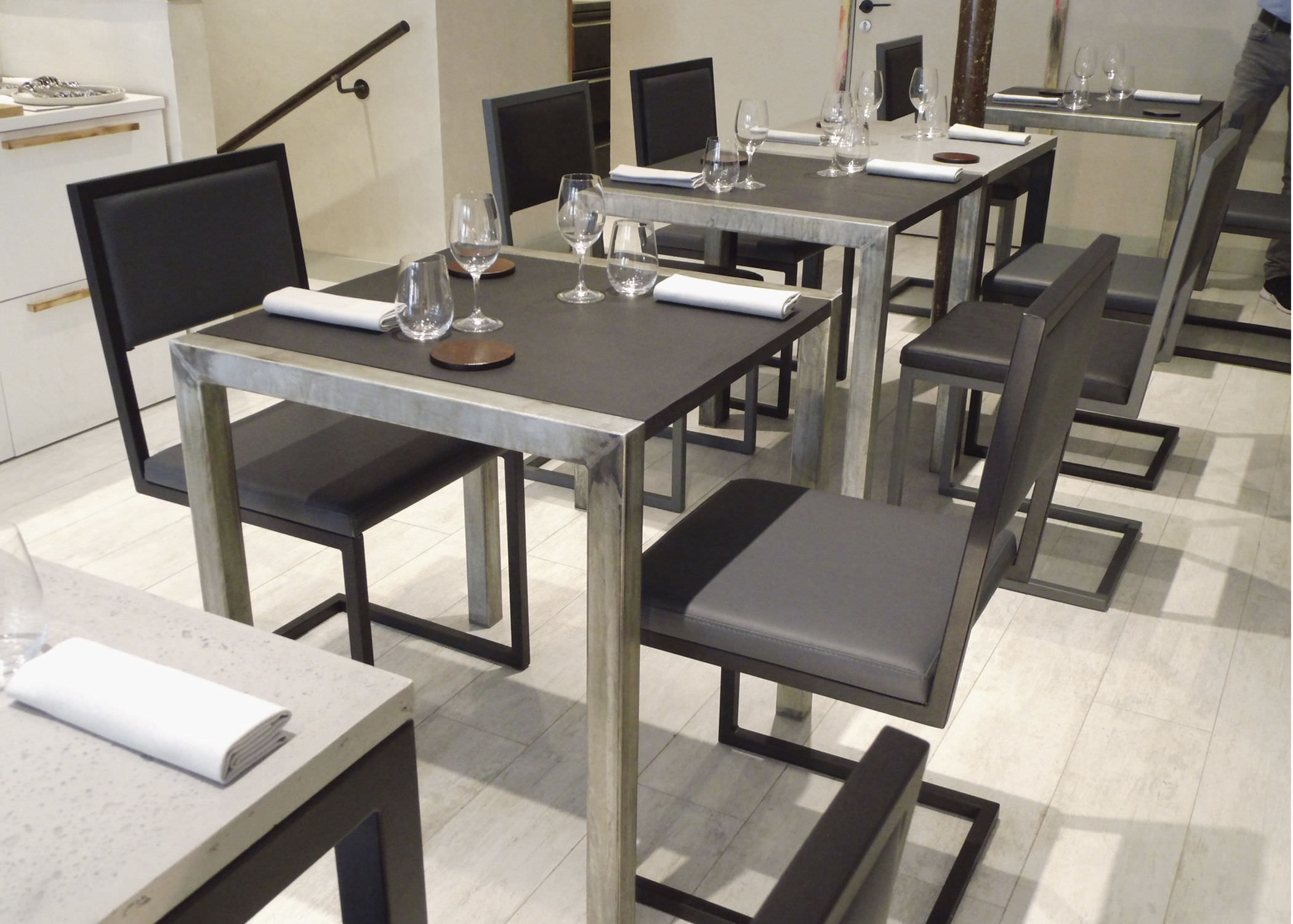 Chaise De Restaurant Contemporaine Tapisse Cantilever En Acier