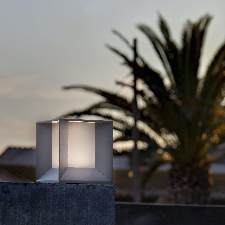 Borne d\'éclairage de jardin / contemporaine / en fonte d\'aluminium ...