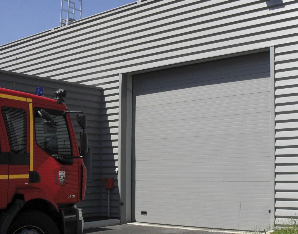 Porte Industrielle Sectionnelle En Acier Automatique Semi - Porte de garage la toulousaine