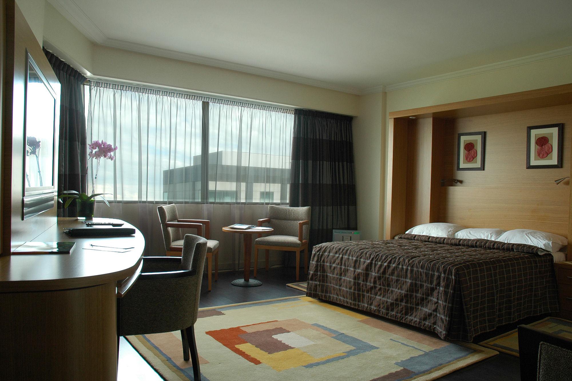 Chambre d\'hôtel contemporaine / modulable XAVIER LIFTSECURITY / BUREAU  HOTEL / MBED