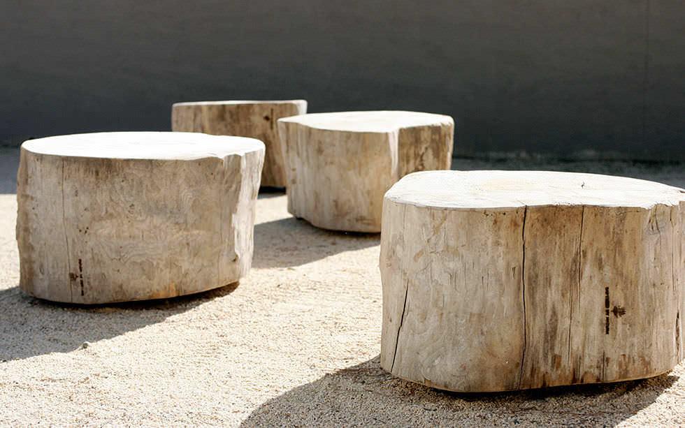 table basse contemporaine en bois ovale en matriau de rcupration tables roulantes by catherine op de beeck - Table Basse Bois Flotte